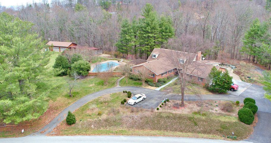 5767 Scenic Hills DR, Roanoke, VA 24018