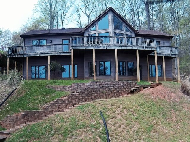 106 Greenwood LN, Moneta, VA 24121