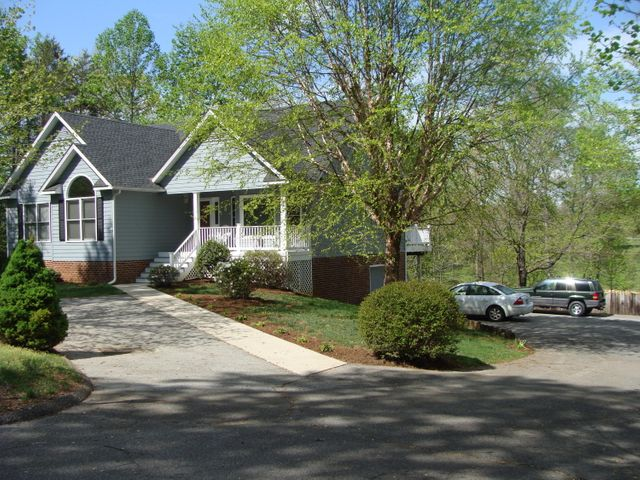 113 Pointe O Woods DR, Huddleston, VA 24104