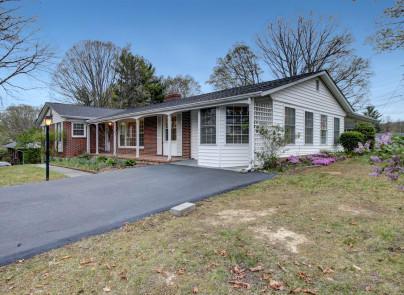 490 Overhill RD, Christiansburg, VA 24073
