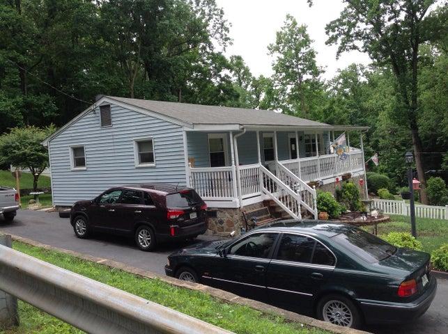 2102 Brookside LN, Roanoke, VA 24014