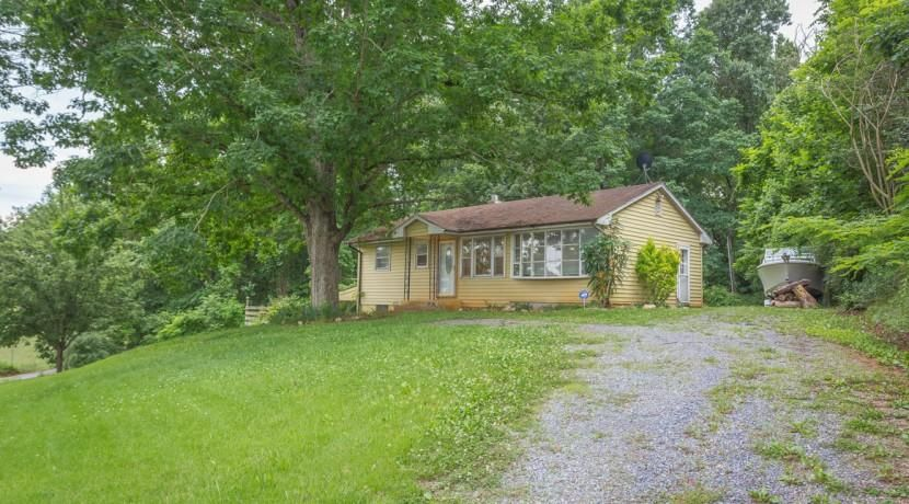 6743 Horseshoe Bend RD, Goodview, VA 24095