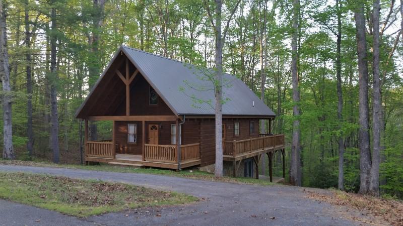 67 Woods Haven LN, Stuart, VA 24171