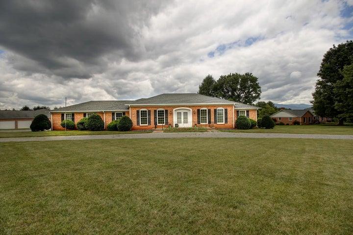 1801 Oakwood ST, Bedford, VA 24523
