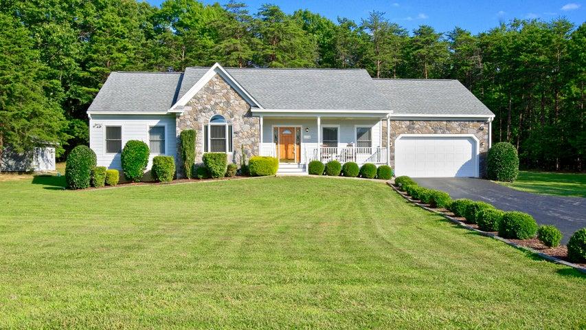 Beautiful Custom built home on 1.77 acres