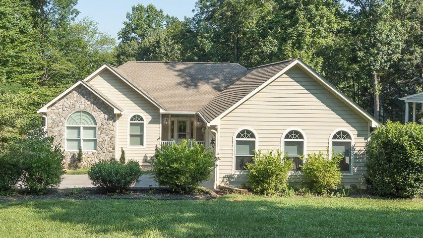 508 Anchor DR, Moneta, VA 24121