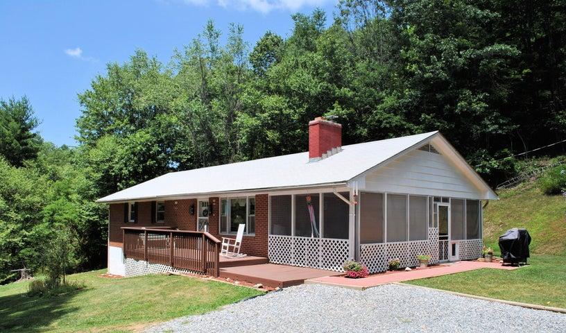 219 Berryhill RD NW, Riner, VA 24149
