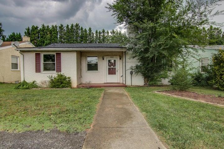 3203 Hillcrest AVE NW, Roanoke, VA 24012