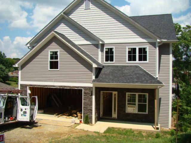 2750 McVitty RD, Roanoke, VA 24018