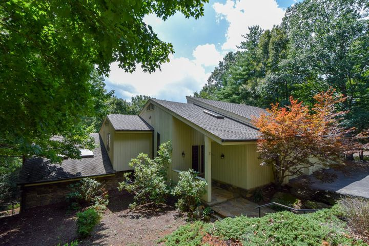 5350 Black Bear LN, Roanoke, VA 24018