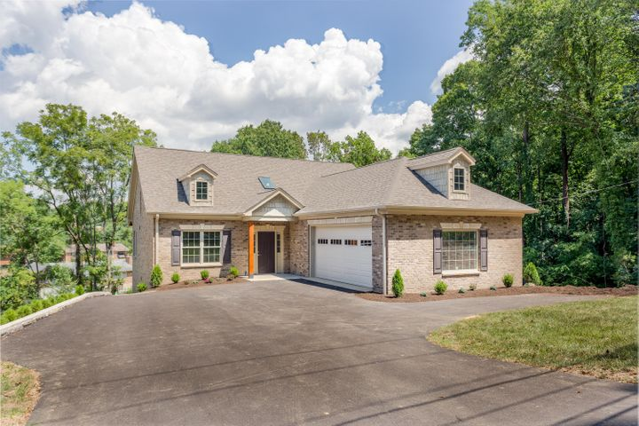 2756 McVitty RD, Roanoke, VA 24018
