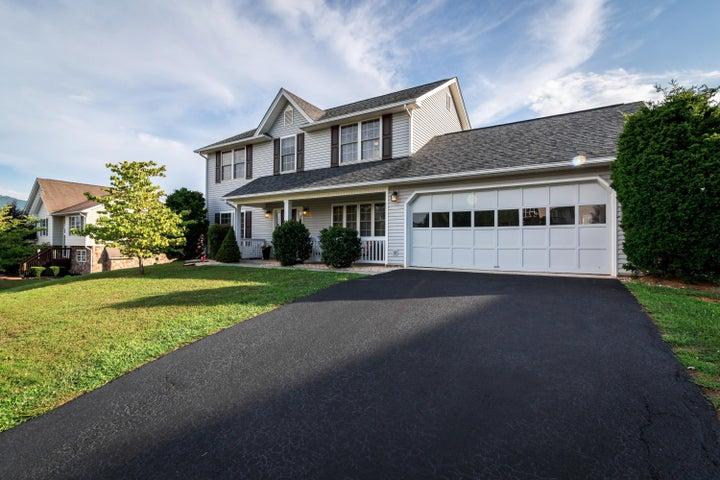 5914 Farmhouse LN, Roanoke, VA 24019