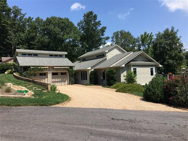 129 Catamaran LN, Moneta, VA 24121