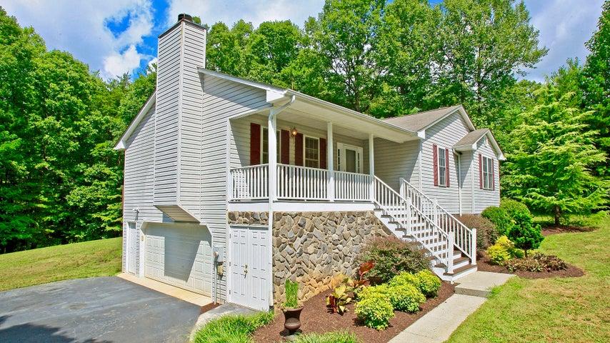 250 Oak Garden DR, Boones Mill, VA 24065