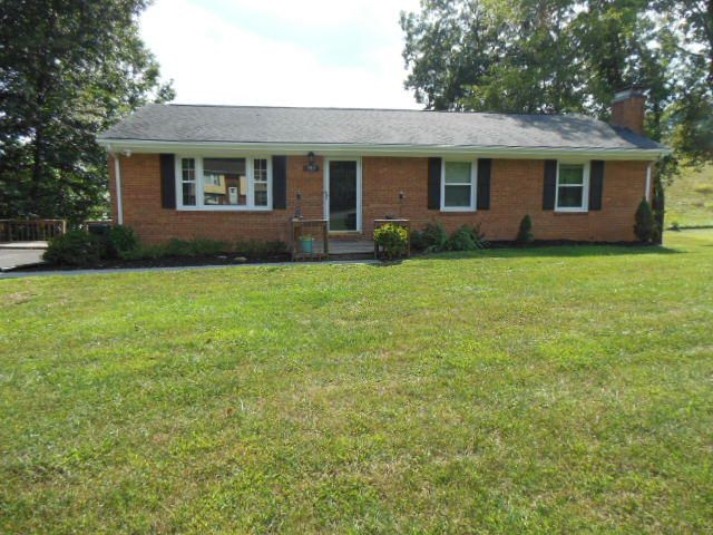 593 Stratford DR, Blue Ridge, VA 24064