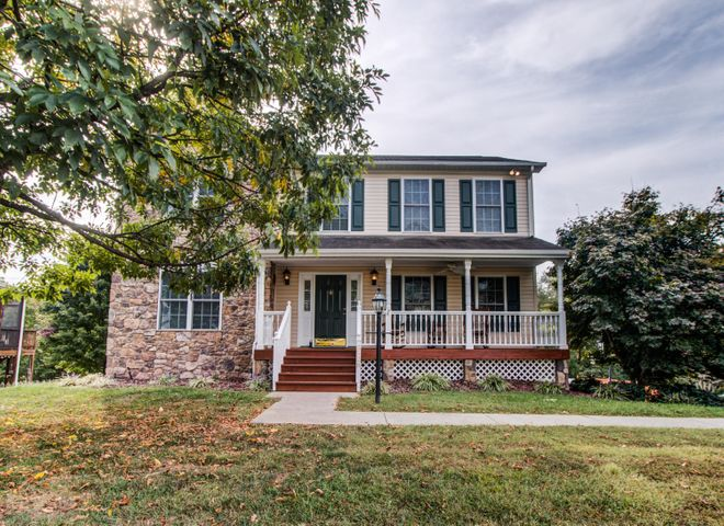 2528 Fountain LN, Vinton, VA 24179