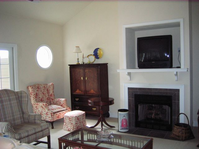 Great room with cathedral ceilings, gas log fireplace