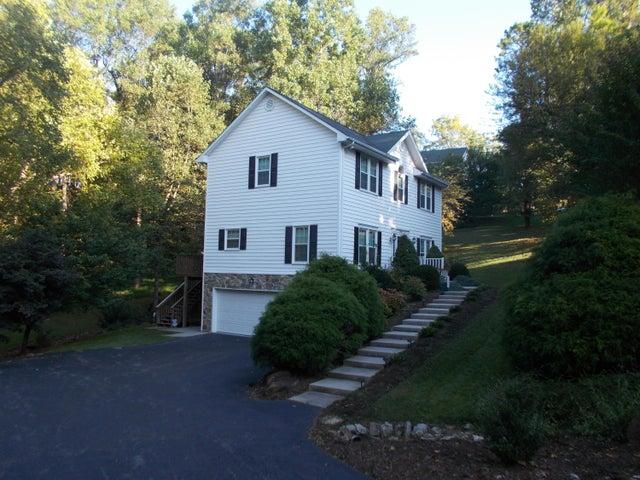 6460 Poages Mill DR, Roanoke, VA 24018