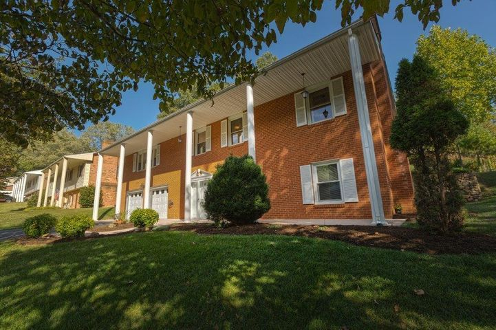 5915 Cartwright DR, Roanoke, VA 24018