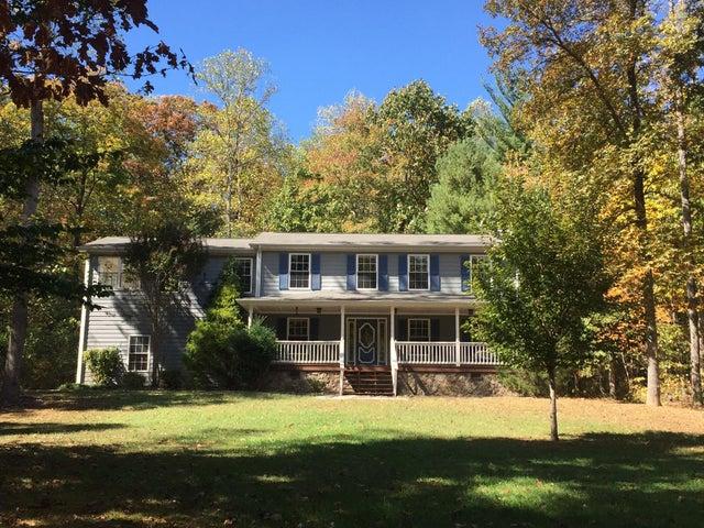 102 Hickory LN, New Castle, VA 24127