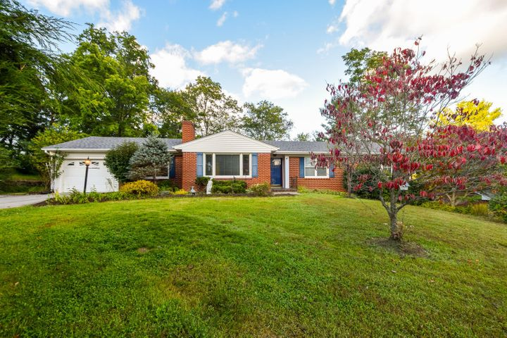 2142 Pelham DR, Roanoke, VA 24018