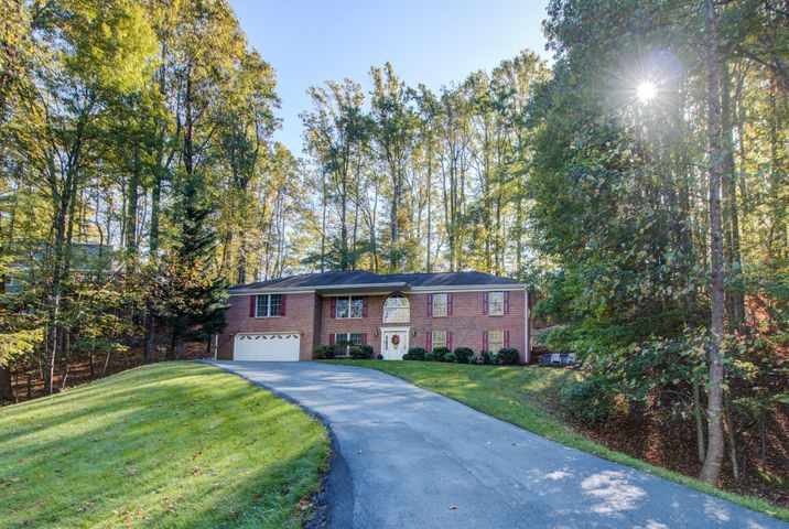 6709 Cotton Hill LN, Roanoke, VA 24018