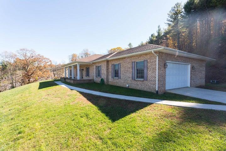 596 Boothe Creek RD SE, Copper Hill, VA 24079