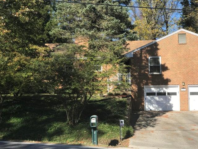 3446 Farmington DR, Roanoke, VA 24018