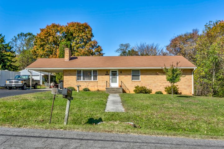 5713 PINE ACRES LN, Roanoke, VA 24018