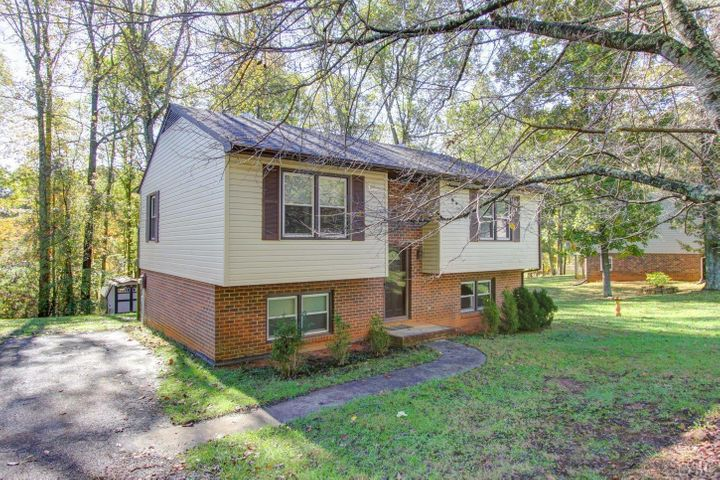 108 Valleywood DR, Forest, VA 24551