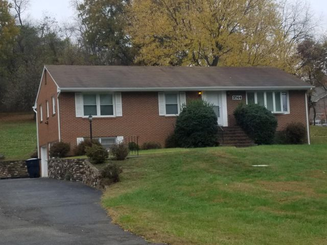 3744 Carson RD NE, Roanoke, VA 24012