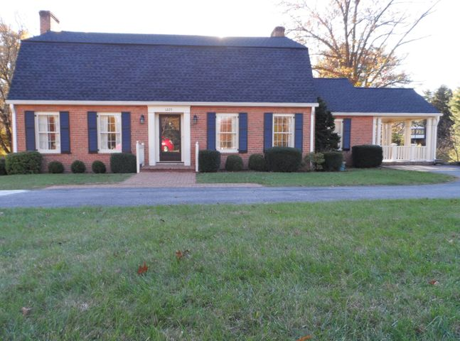 1225 Pickwick LN, Salem, VA 24153