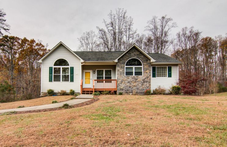 90 CAMP RD, Moneta, VA 24121