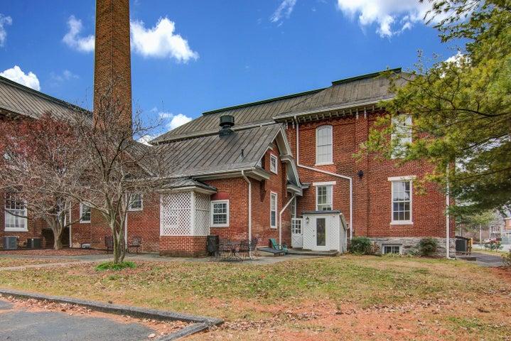 117 Academy ST, Salem, VA 24153