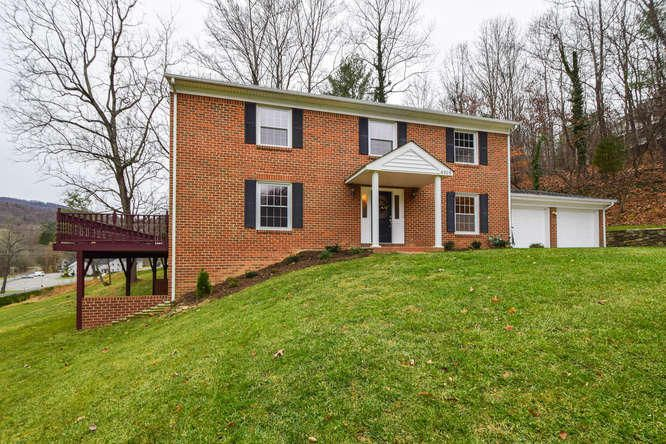 6906 Empire LN, Roanoke, VA 24018