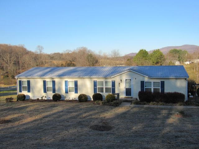 102 Peakswood DR, Thaxton, VA 24174