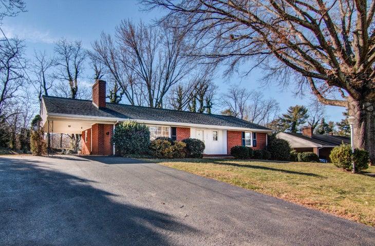 3634 Larson LN, Roanoke, VA 24018