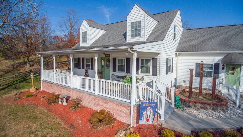 1156 Juanita LN, Blue Ridge, VA 24064