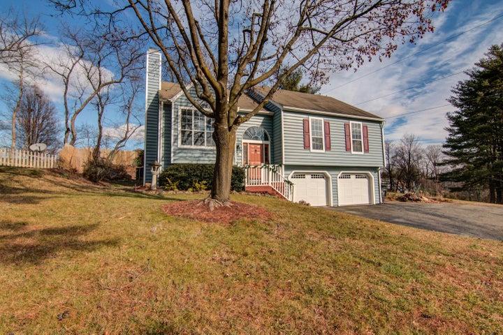 5457 Castle Rock RD, Roanoke, VA 24018