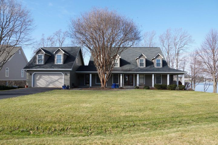425 Island View DR, Penhook, VA 24137