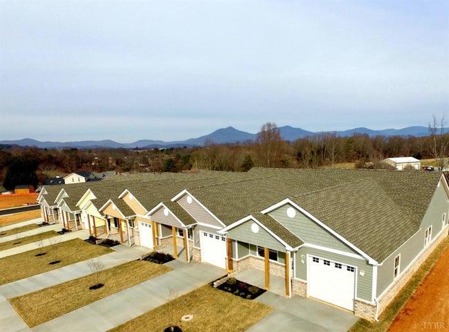 1301 Emerald View CT, Bedford, VA 24523