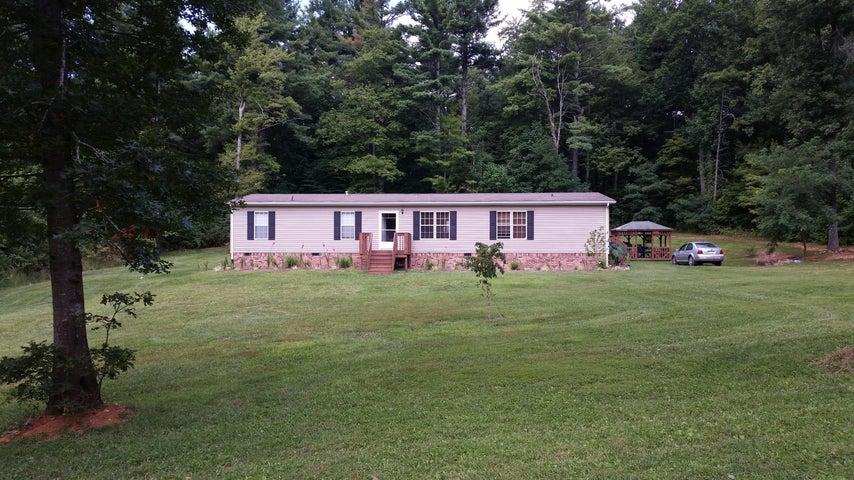 208 Greenwood LN SE, Copper Hill, VA 24079