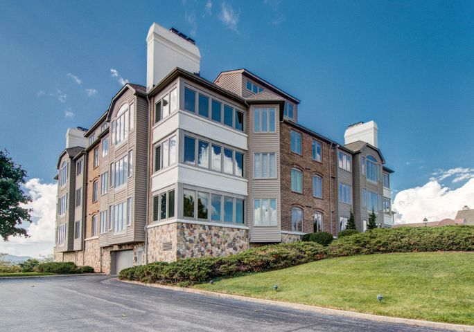 5008 Hunting Hills Square, Roanoke, VA 24018
