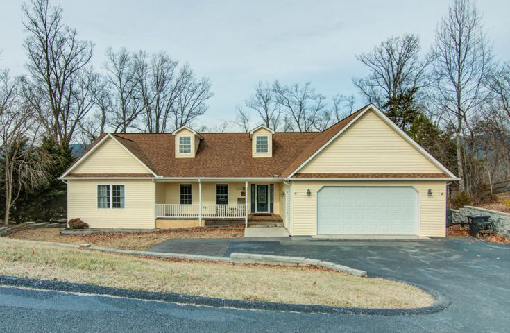 1083 Lee LN, Fincastle, VA 24090