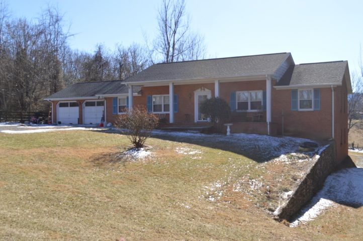 344 Country View DR, Troutville, VA 24175