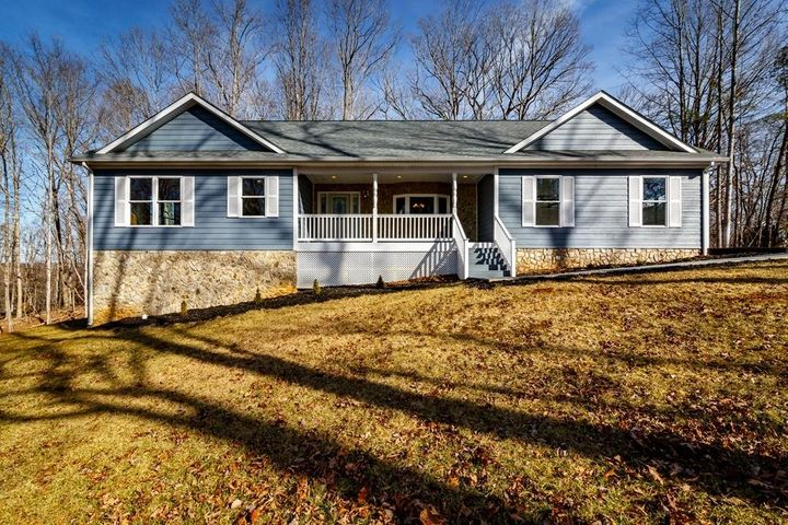 30 WATERSIDE DR, Moneta, VA 24121