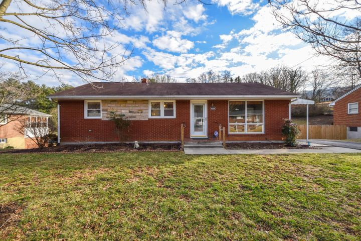 5328 Grandin Road Ext, Roanoke, VA 24018