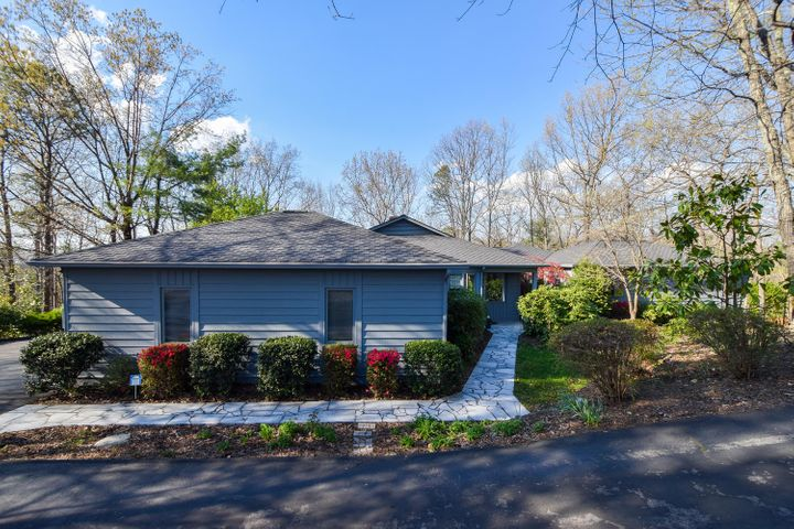 5350 Silver Fox RD, Roanoke, VA 24018