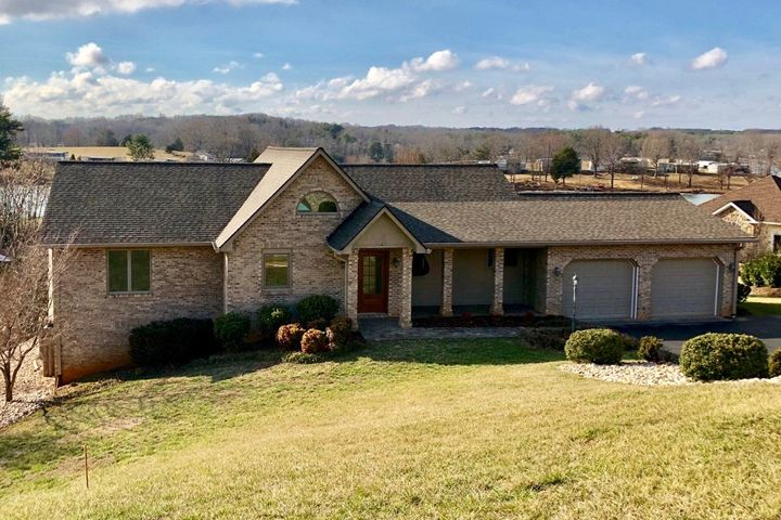 45 Watch Hill CIR, Moneta, VA 24121