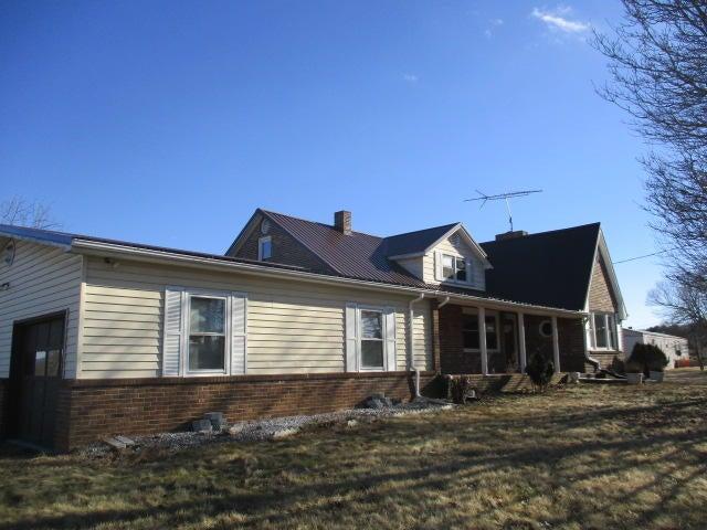 1906 Mitchells Crossroads, Hillsville, VA 24343